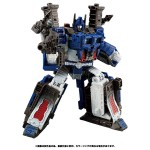 Transformers War of Cybertron WFC 08 Ultra Magnus Takara Tomy